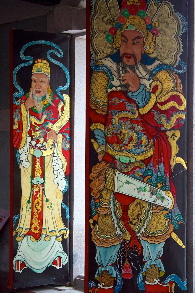 shantou university temple doors