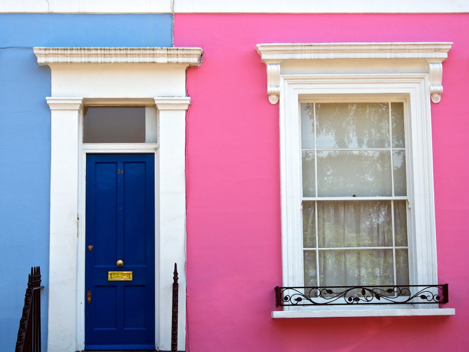 blue house pink house