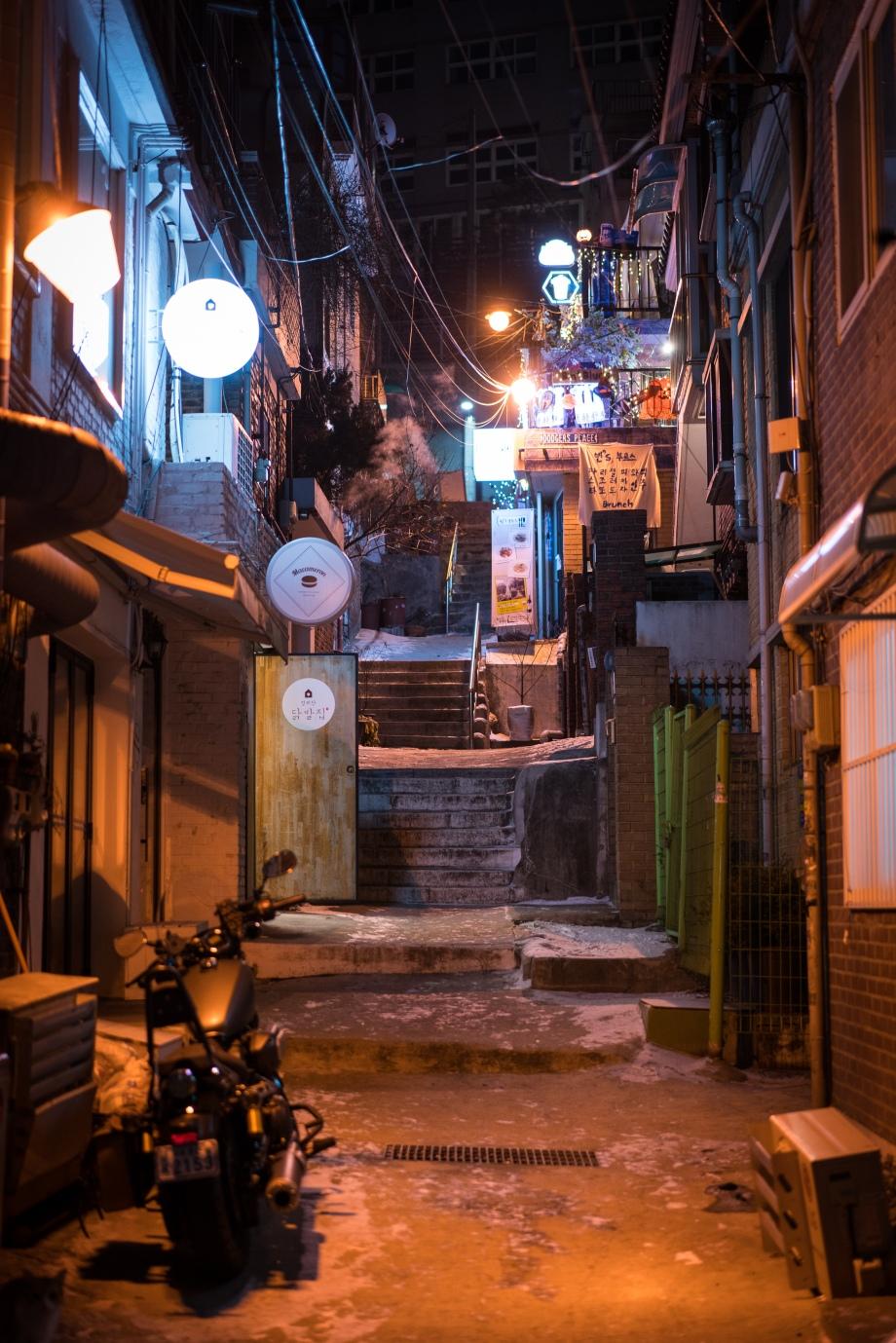 itaewon at night